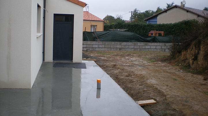 Finitions à la taloche d'une terrasse - Chaillou Bâtiment